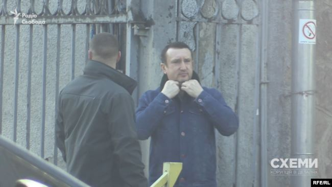 Одного разу знімальній групі вдалося там зафіксувати його разом з батьком – Ігорем Салом