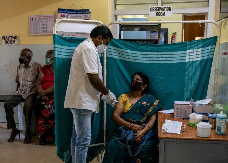 Ấn Độ nâng khoảng cách giữa 2 liều vắc xin AstraZeneca lên 4 tháng