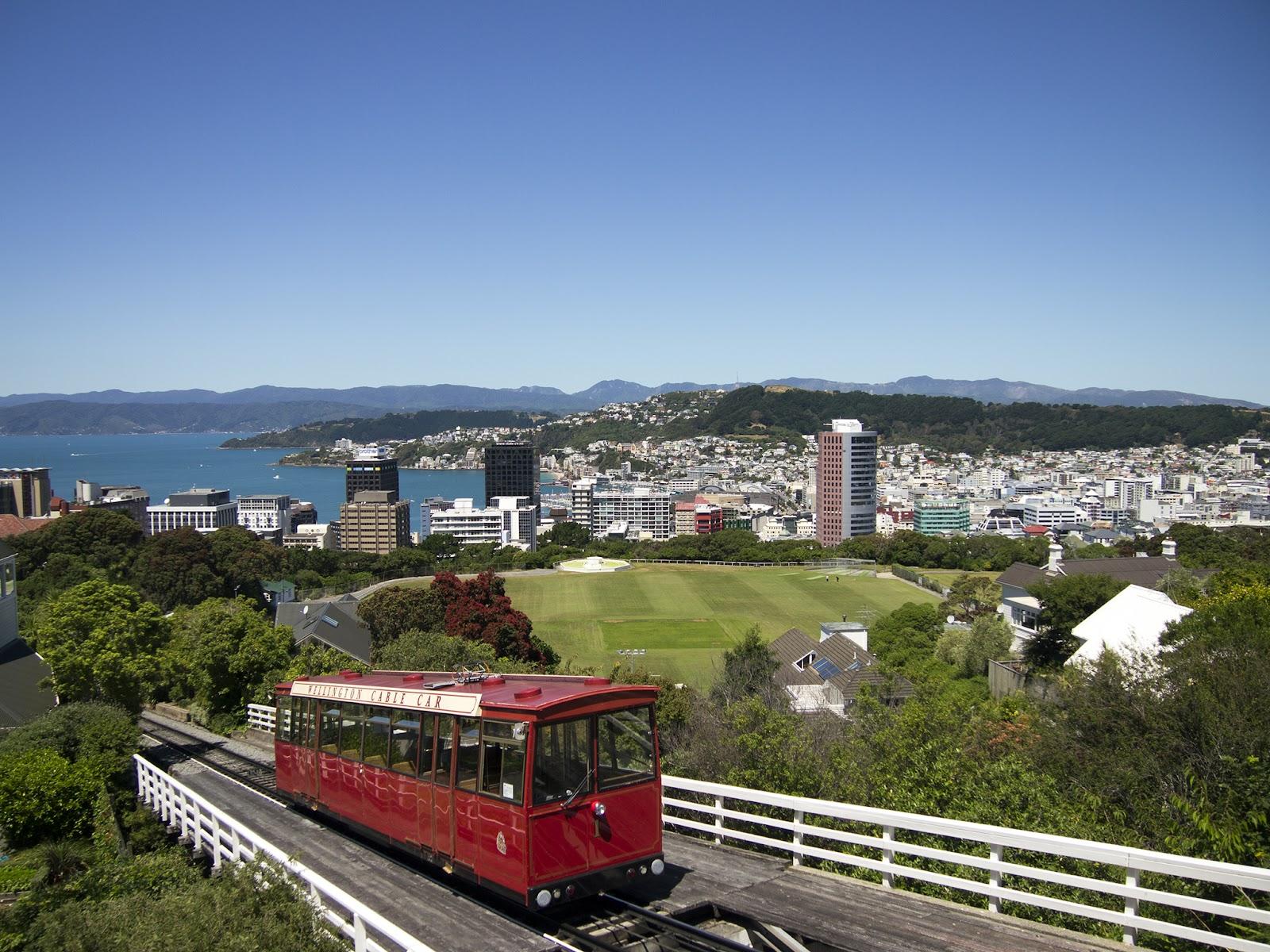 Wellington_city_with_Cable_Car.jpg