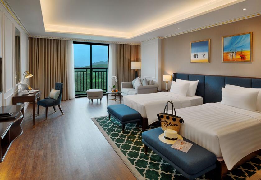 Deluxe Golf View khách sạn FLC Hạ Long