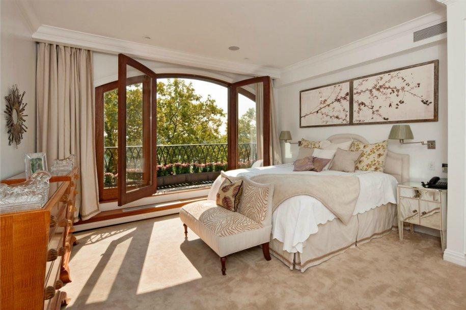 Phòng ngủ có ban công hoặc nhiều cửa sổ gương