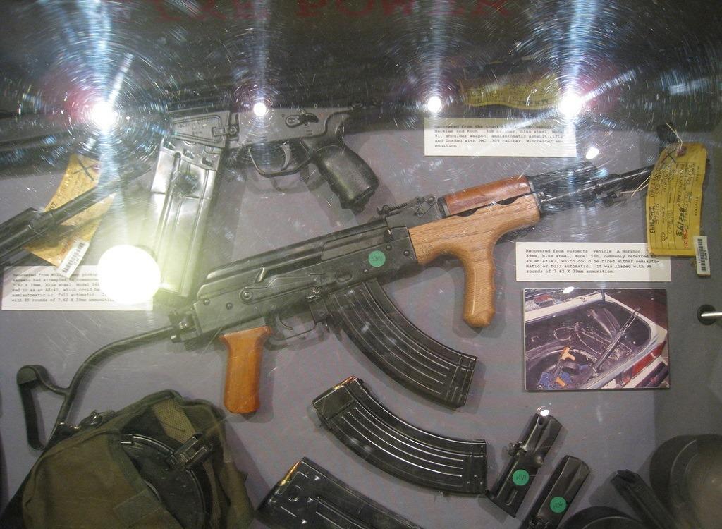 штурмовую винтовку с модифицированными барабанными магазинами