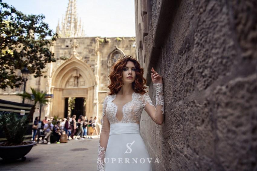 Весільна сукня з мереживним верхом