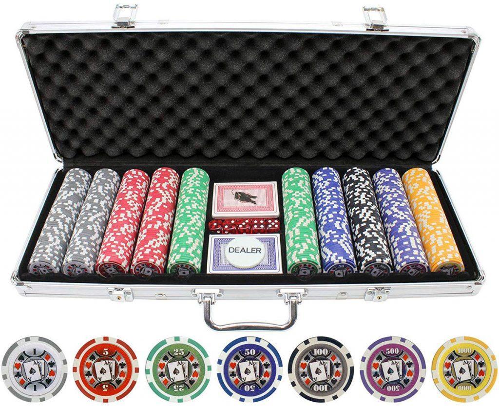 Mỗi người chơi sẽ được sửu dụng 2 lá bài trên tay và 5 lá bài chung