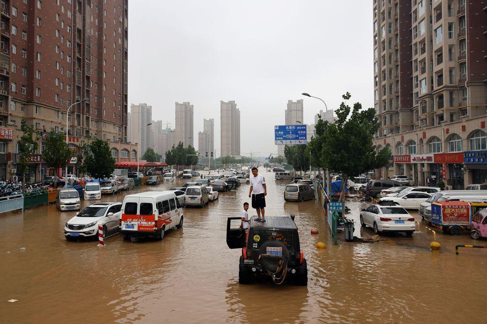 Chuỗi cung ứng toàn cầu gặp khó khăn khi thảm họa thiên nhiên và biến thể Delta lan rộng