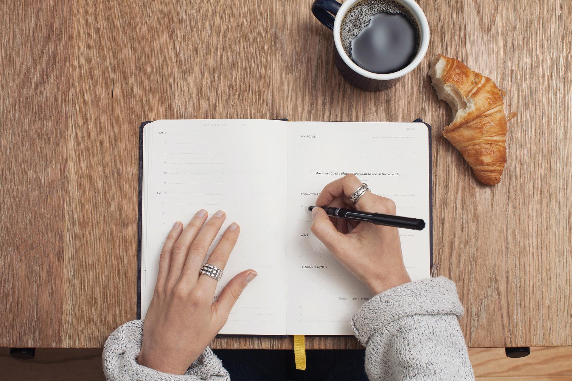 Montar um cronograma de estudos é uma excelente forma de organização.