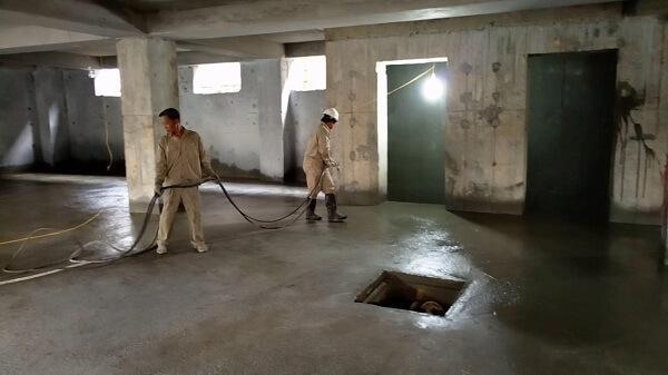 Biện pháp thi công tầng hầm này không đòi hỏi phải có tường chắn hay những hàng rào để giữ vách hố đào