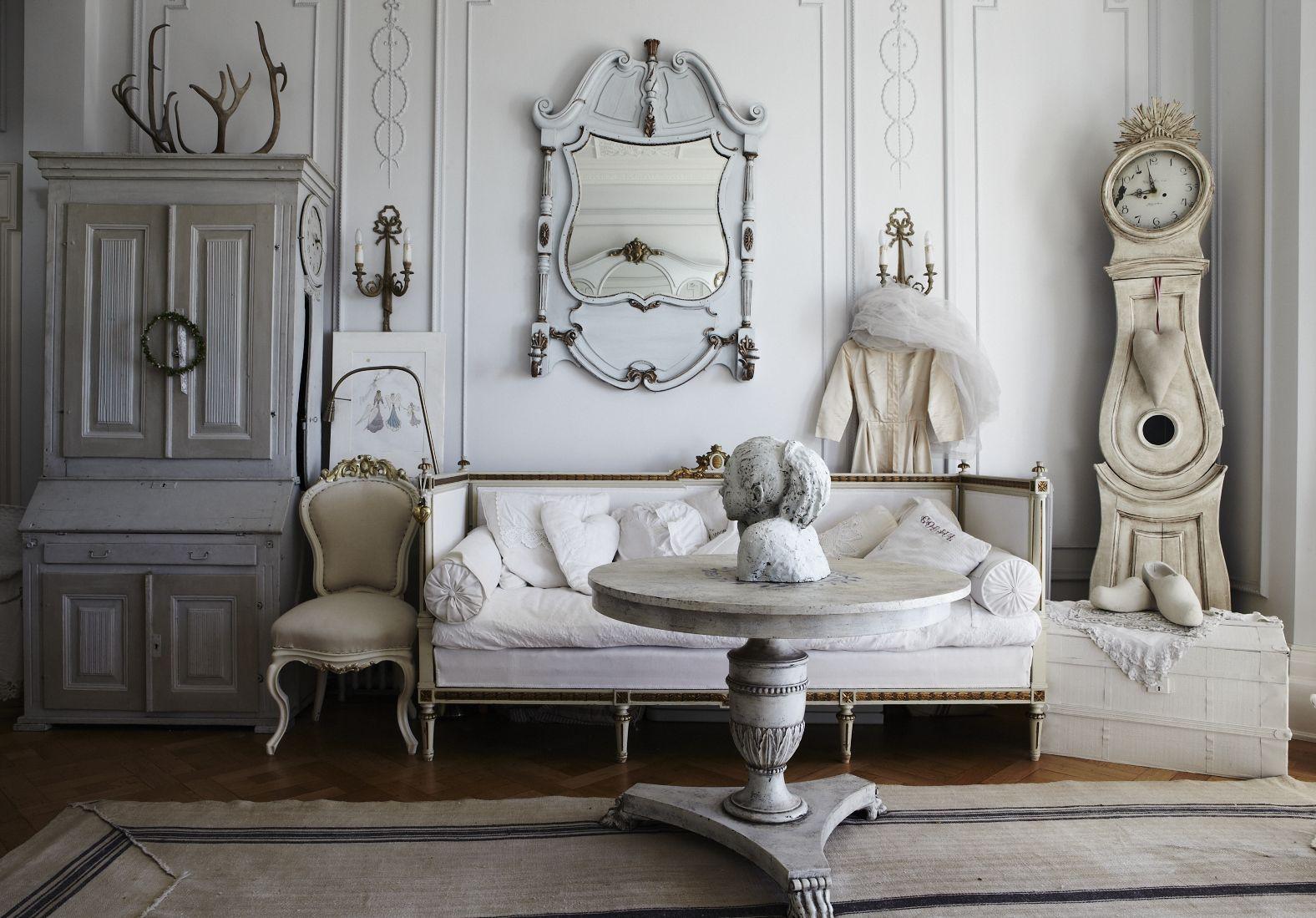 Furnitur dan ornamen dekorasi kuno yang unik dan antik - source: lamudi.co.id