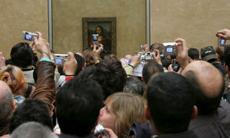 mona lisa and crowds.jpg