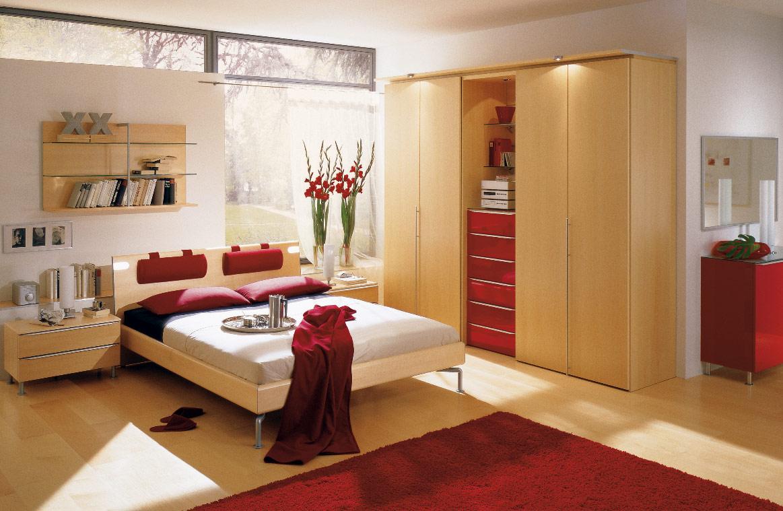 Phòng ngủ với tông màu vàng - đỏ cho gia chủ hành Thổ.