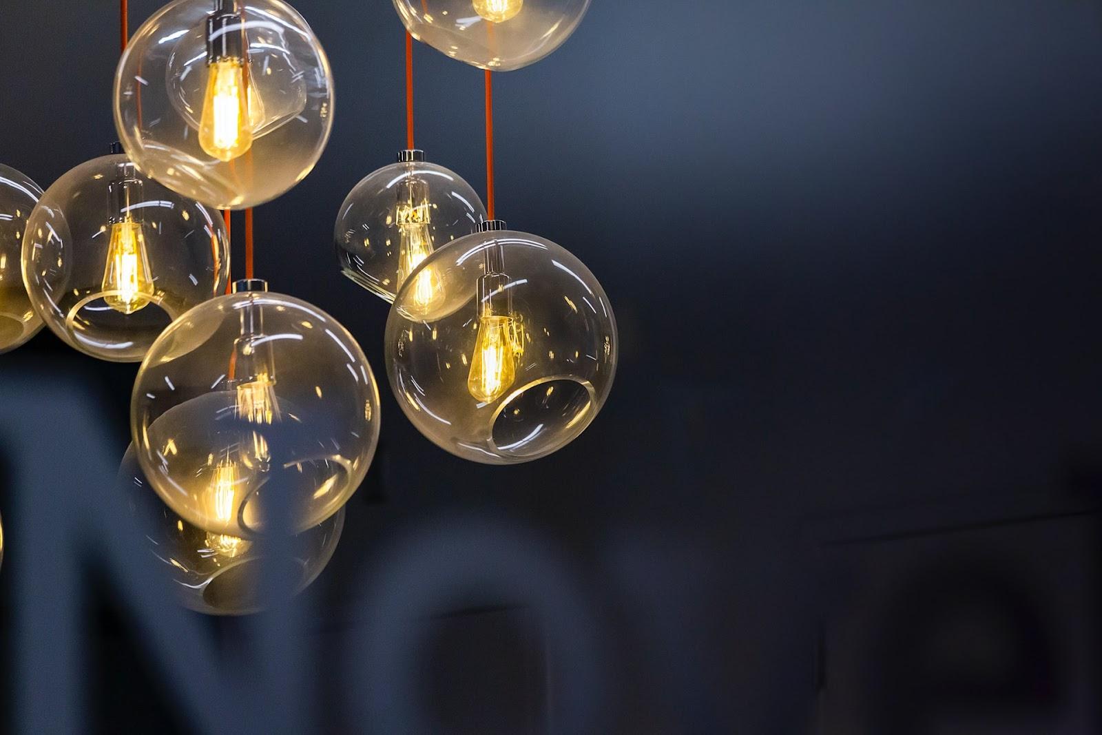 Luminária pendente de vidro.