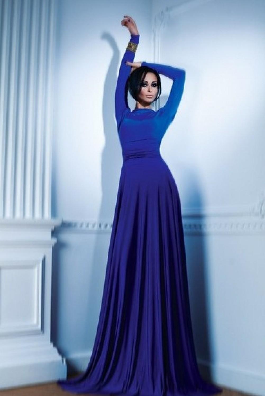 Голубое платье в пол с длинным рукавом
