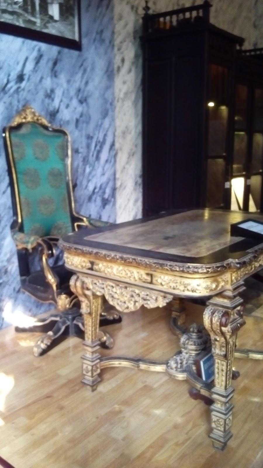Bộ bàn ghế của vua Khải Định