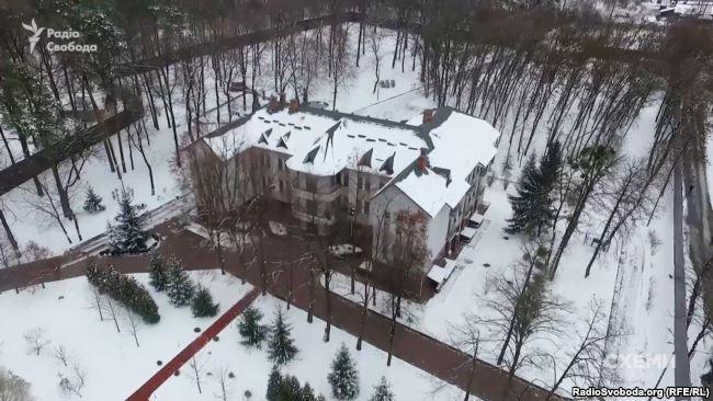 За інформацією джерел журналістів, Аваков і Тимошенко зустрічалися також у грудні минулого року в «Фортеці» – комплексі спеціальних об'єктів, де мешкає Аваков