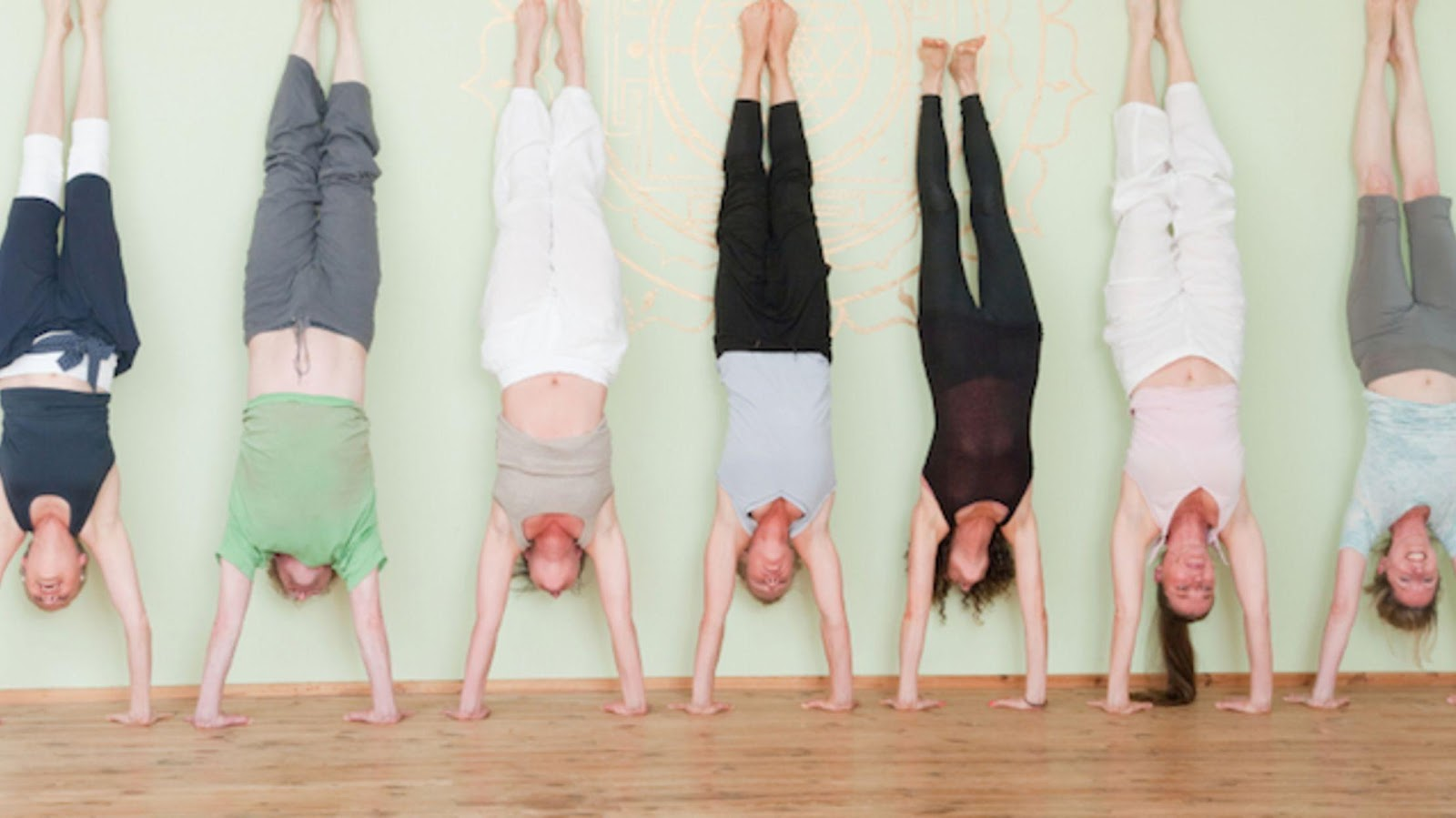 Check Out the Best Workout for Handstand Progression