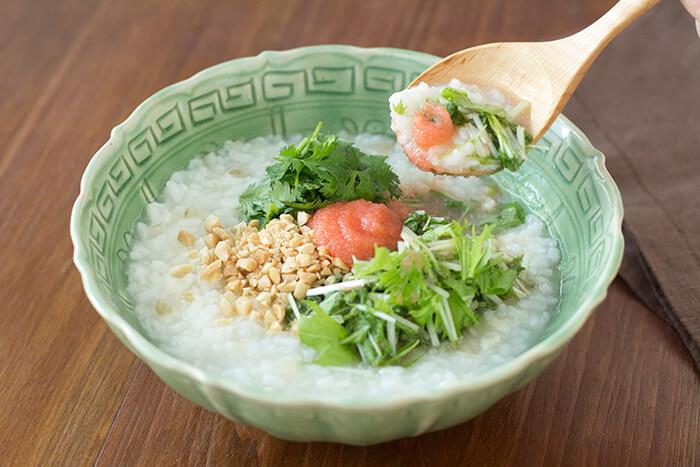 一碗白粥、一些香菜提香、再一塊明太子:看似平凡實則是不簡單的美味。