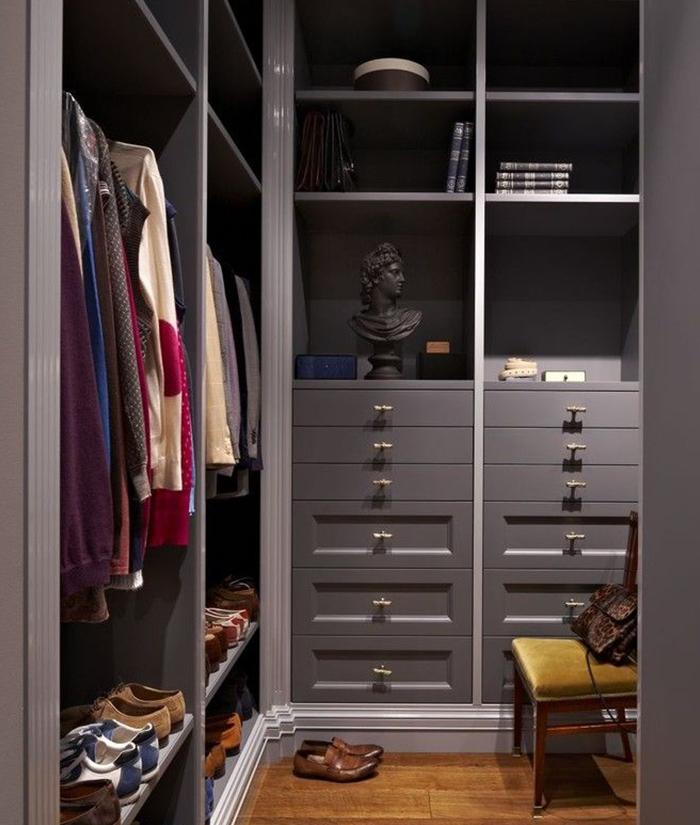 Дизайн гардеробной комнаты маленького размера из кладовки