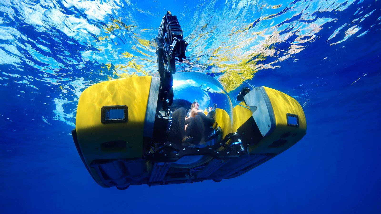 Ein Bild, das draußen, gelb, Sport, schwimmend enthält.  Automatisch generierte Beschreibung
