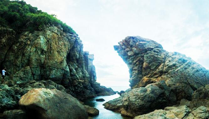 Mỏm đá có hình sư tử biển- phượt Đà Nẵng