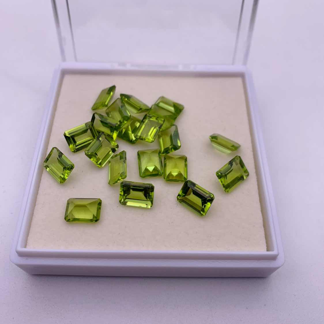 Natural genuine peridot green emerald cut 8x6mm gemstones wholesale
