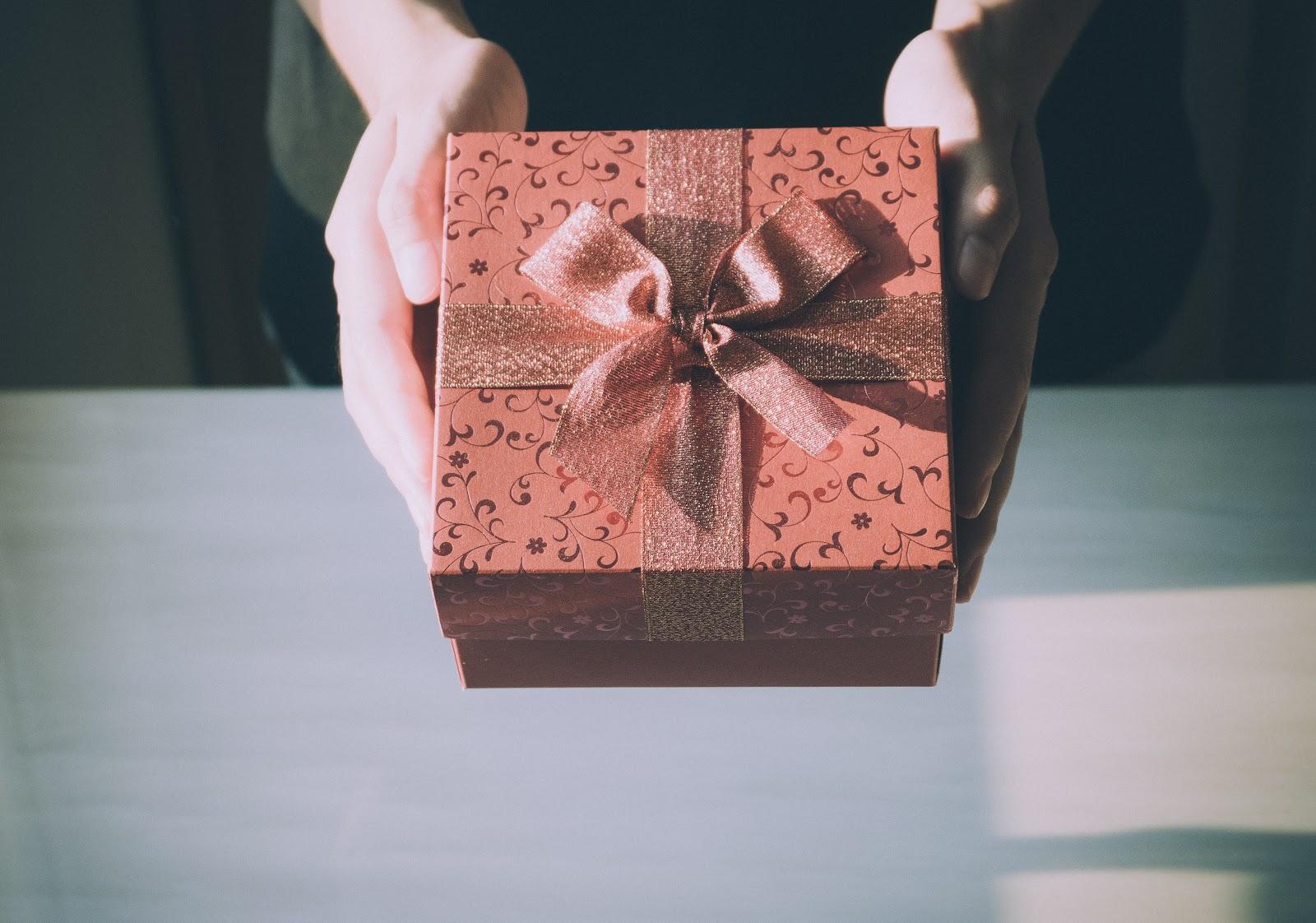 brown-birthday-gift-box