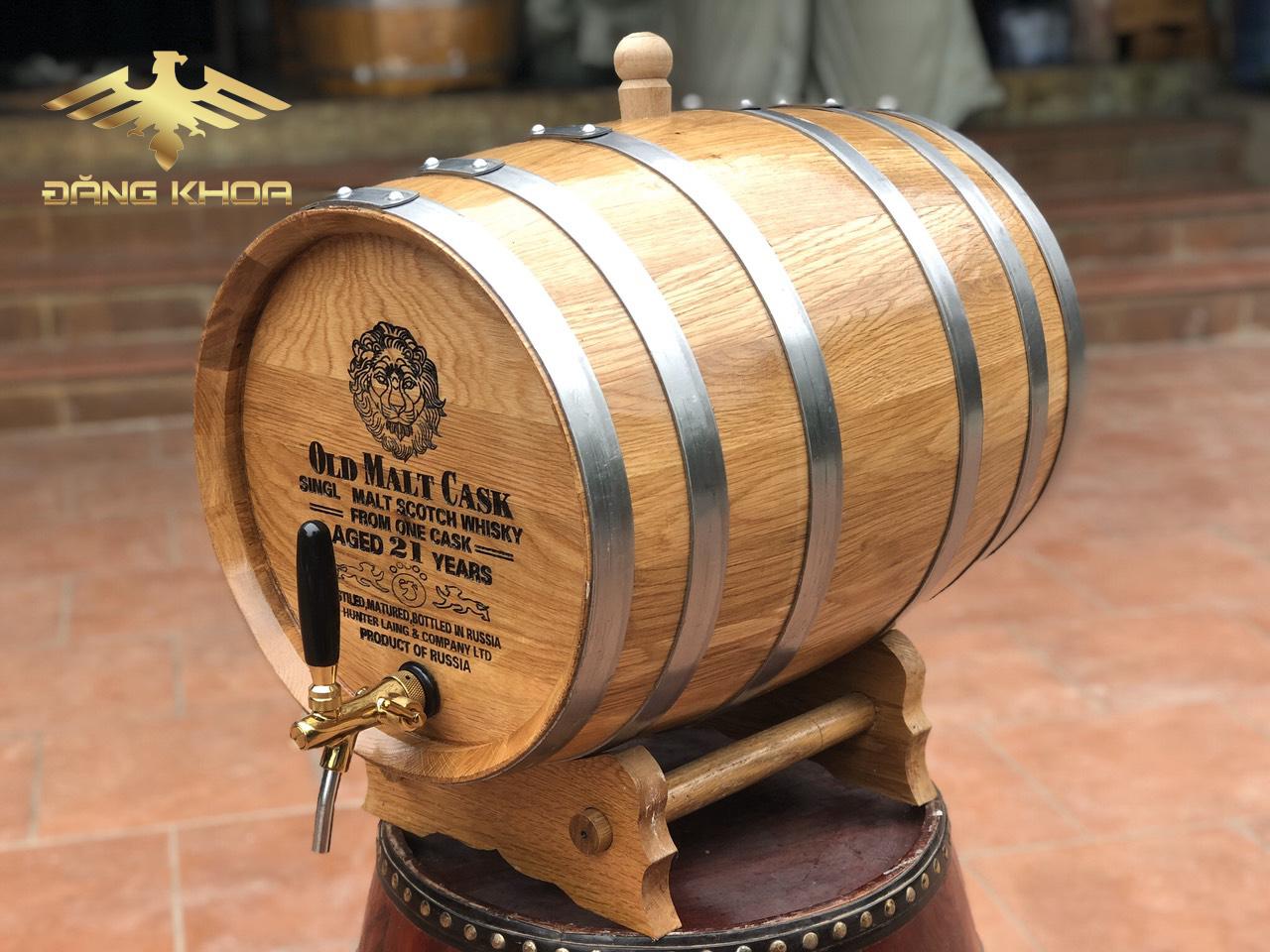 Thùng rượu gỗ dùng để ngâm rượu