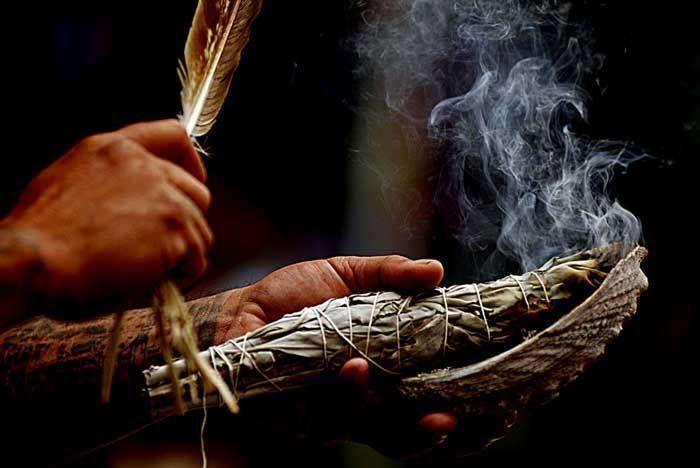 Čiščenje prostora z žajbljem kadilo