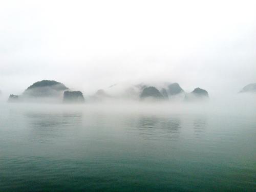 Halong in fog.jpg