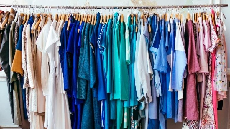 sorting clothes by colours is best tiny closet hacks