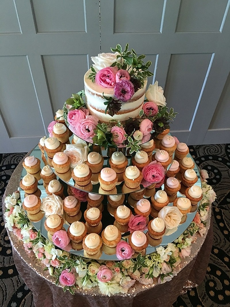nhà hàng tiệc cưới TPHCM Riverside chia sẻ mẫu bánh cưới đẹp 7