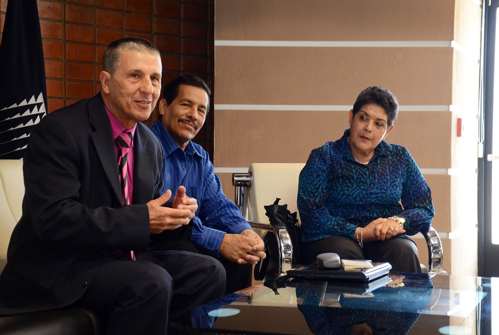 Ibo Cordero, Antonio Rivera y Angelita Aguilar protagonizaron un conversatorio sobre los inicios del Centro de Archivo y Comunicaciones (Foto: Ruth Garita/OCM)