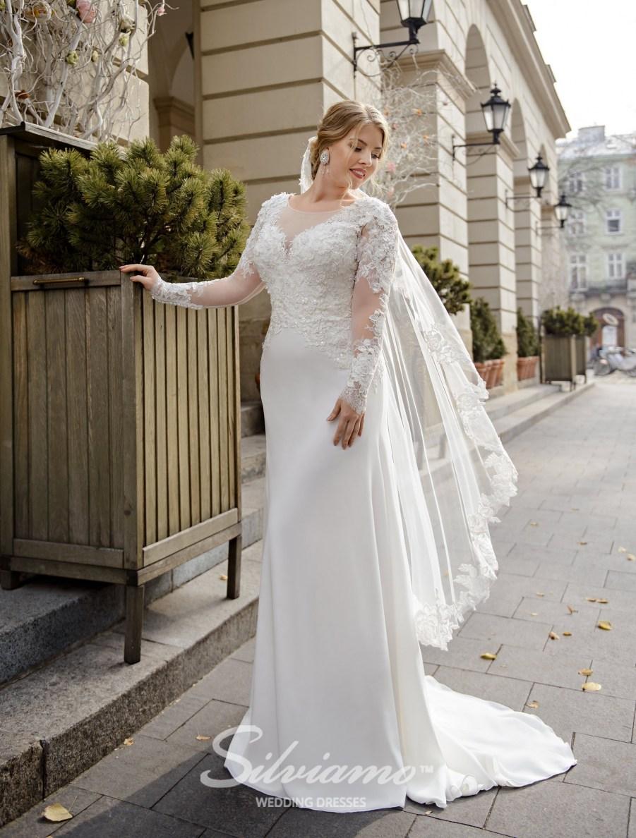 Облягаюча весільна сукня великого розміру