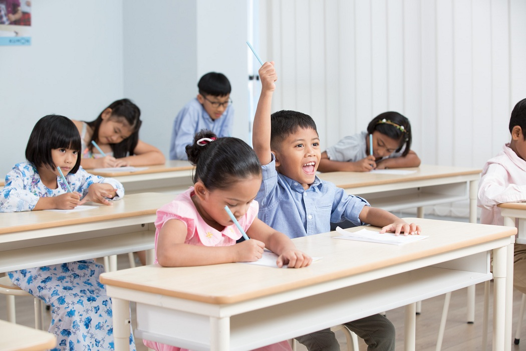 A group of children in a classroom  Description automatically generated with medium confidence