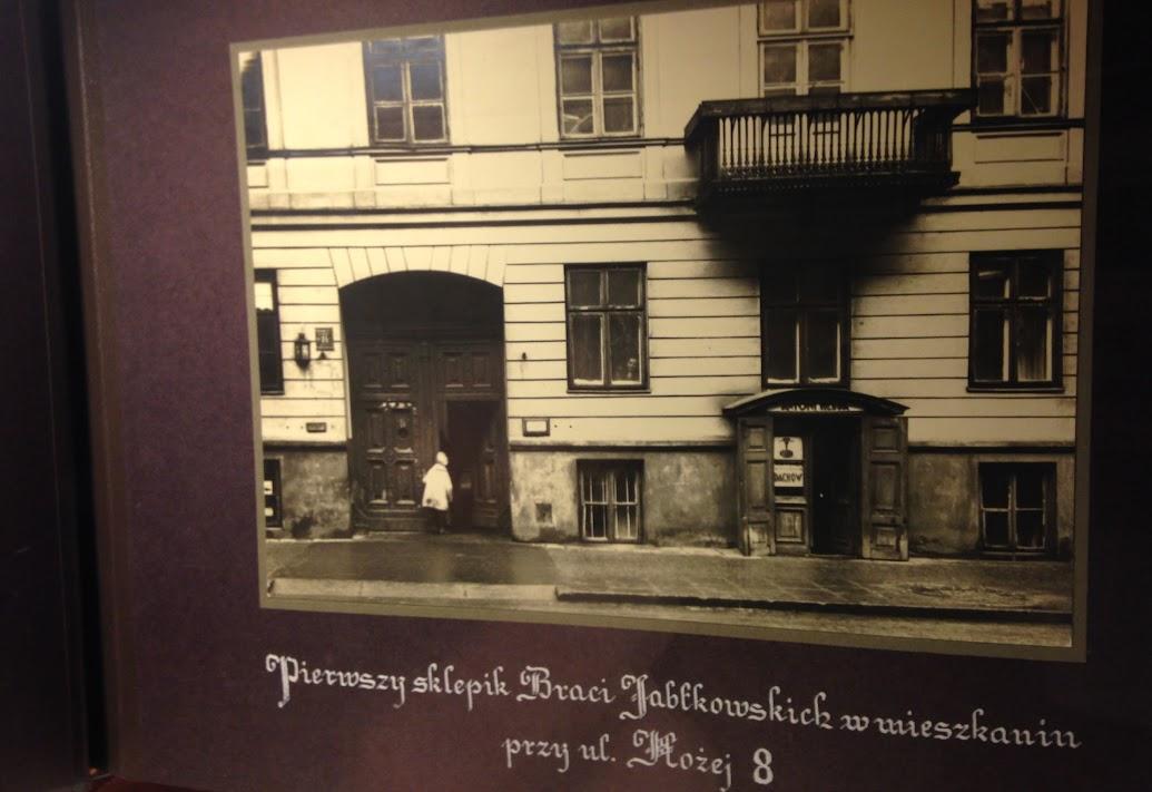 Gablota Anieli Jabłkowskiej - prekursorki Domu Towarowego Braci Jabłkowskich