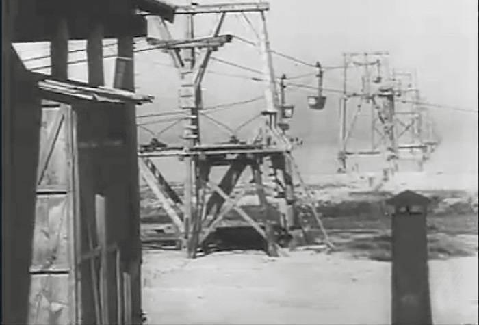 Немцы, оккупировав Крым, приступили к строительству моста через Керченский пролив. Однако ограничились канатной переправой / DR