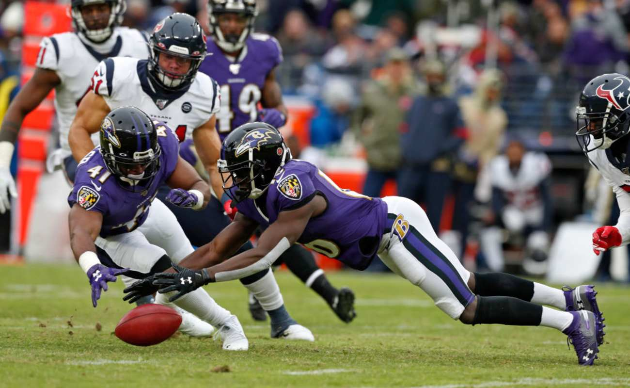 Wide Receiver De'Anthony Thomas #16 of the Baltimore Ravens dives on the ball, November 17, 2019