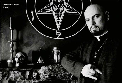 """Anton Lavey chính là """"cha đẻ"""" của Satan giáo và cuốn kinh Satan."""