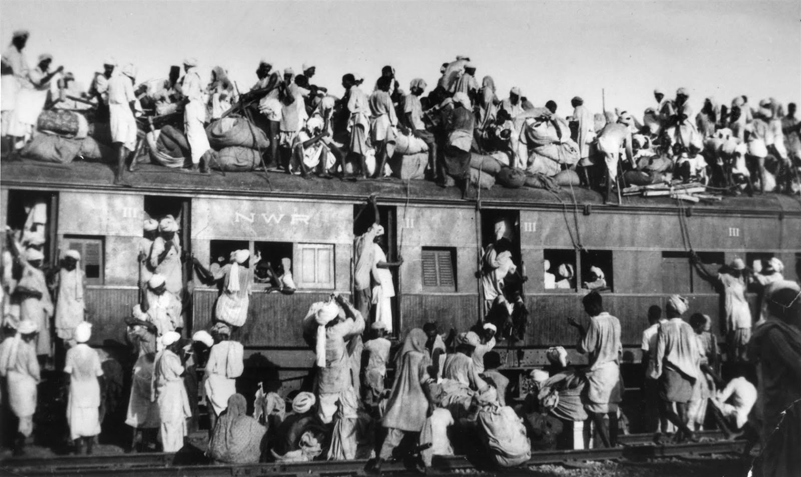 http://media1.s-nbcnews.com/j/newscms/2016_17/1517651/160729-pakistan-india-partition-train_7b42bf9ca0f791809e8cae0599d98ab9.nbcnews-ux-2880-1000.jpg