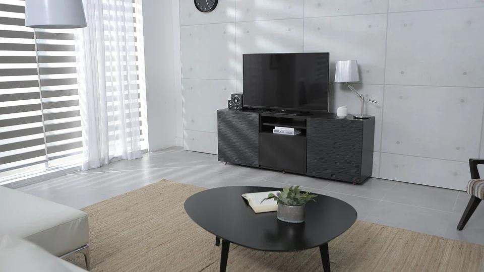 woonkamer met homecinemaset en tv