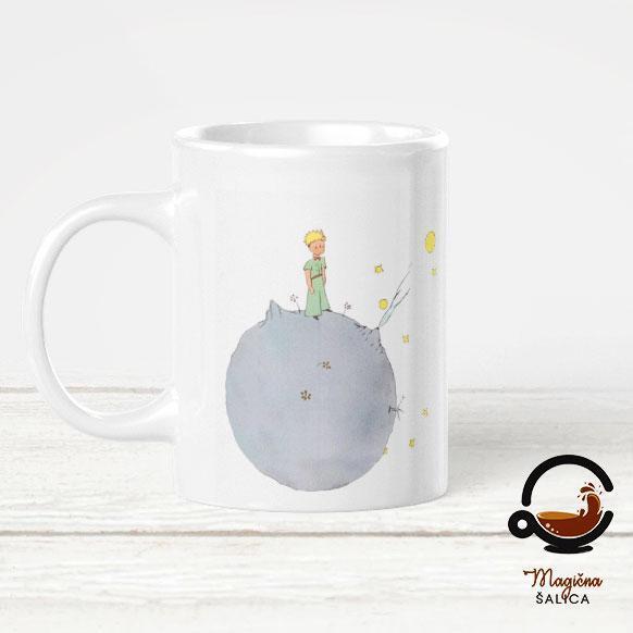 Slika na kojoj se prikazuje šalica, na zatvorenom, šalica za kavu, porculan  Opis je automatski generiran