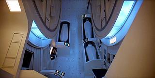 """אסטרונאוטים קפואים בתאיהם, מתוך הסרט"""" 2001: אודיסיאה בחלל"""""""
