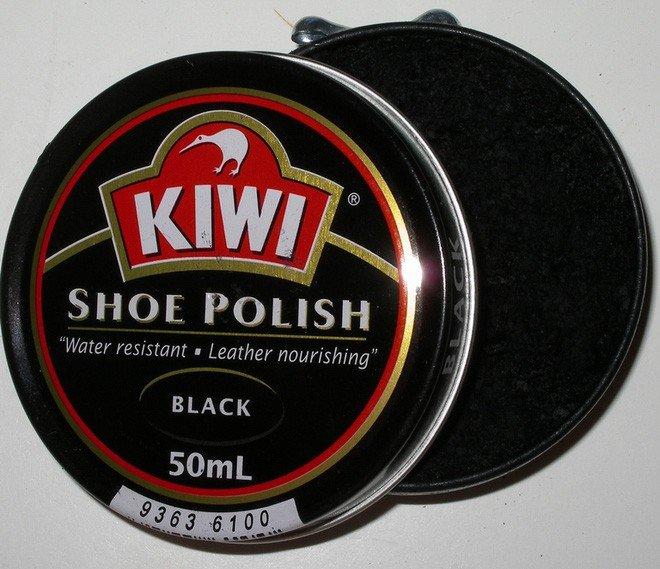 Thật khó để tin song trên thực tế chất làm bóng kẹo và làm bóng cả giày đều là một.