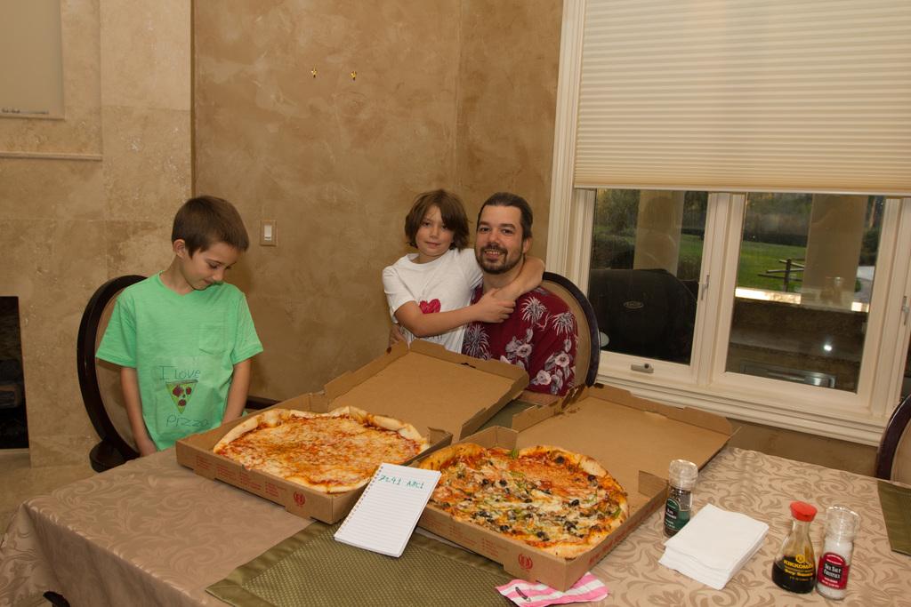 Laszlo compra nuevamente 2 pizzas con Bitcoin 8 años más tarde. Fuente: Heliacal.