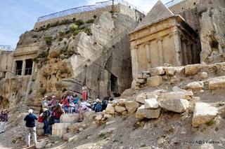 Мавзолеи в Кедронской долине. Экскурсия Иерусалим для протестантов. Гид в Израиле Светлана Фиалкова.