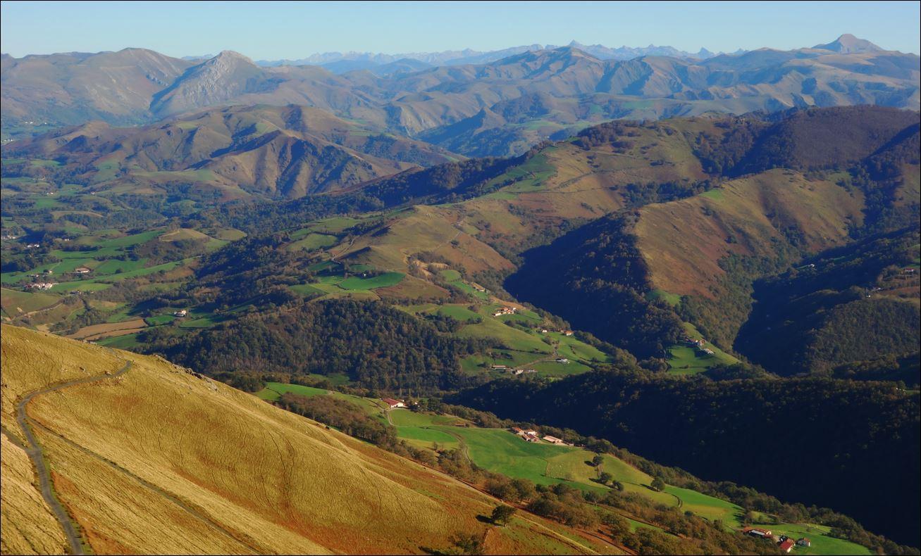 Muhoa depuis le Col de Aharza, Saint-Etienne-de-Baïgorry 56.JPG