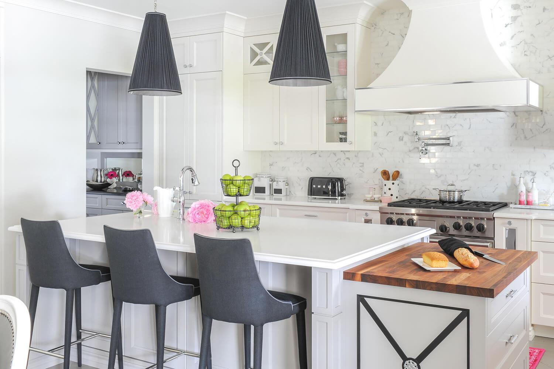 maria-decotiis-dunbar-ca-invest-in-interior-designer-white-kitchen-large-island-with-bar-stools