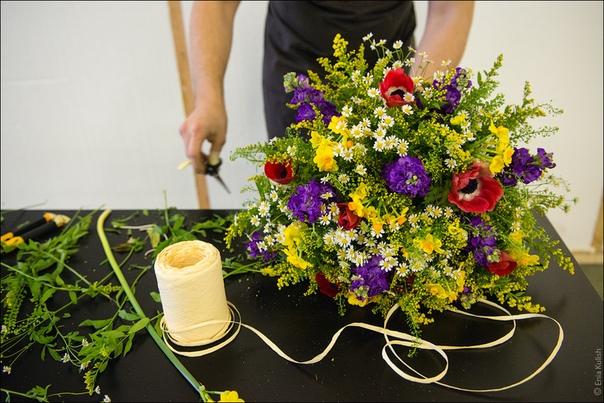 Сборка букета из полевых цветов