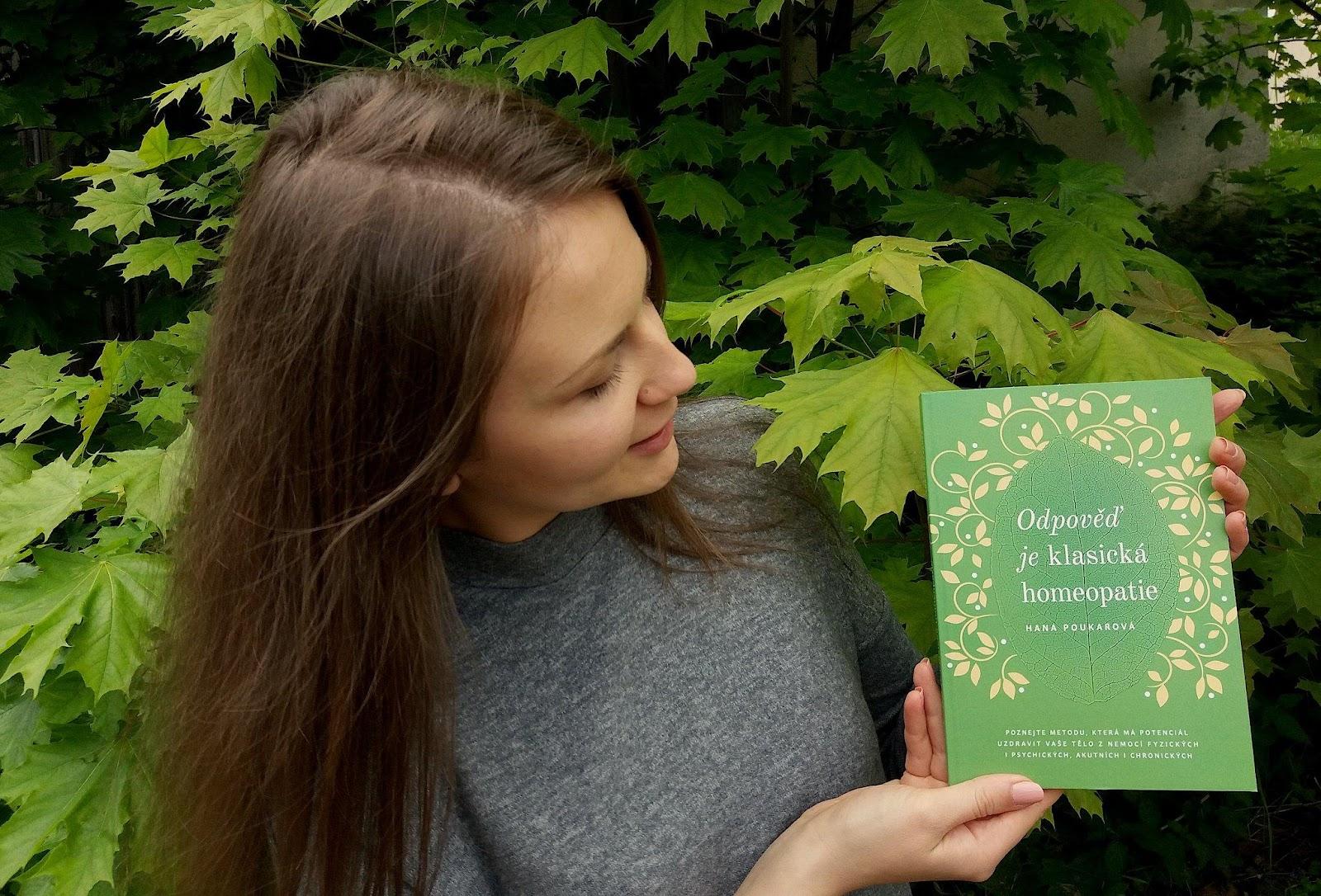 Hana Poukarová se svojí knihou Odpověď je klasická homeopatie