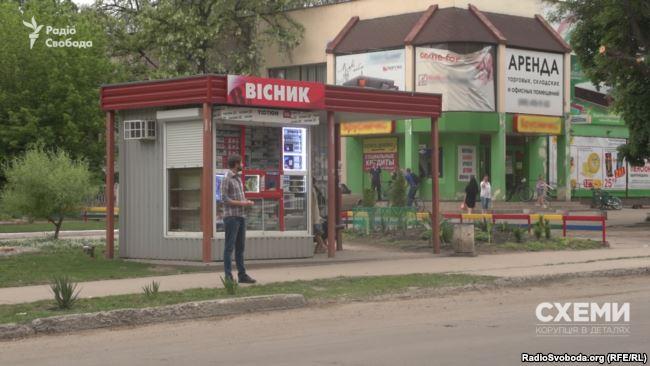 Після візиту журналістів потрібних цигарок у місті не знайти
