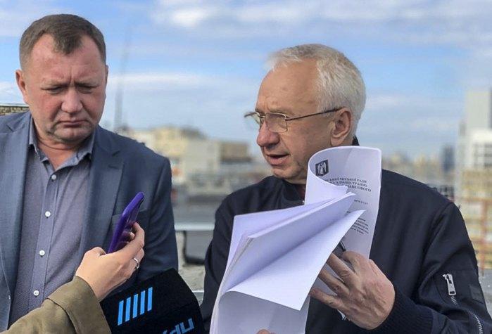 Алексей Кучеренко (справа)